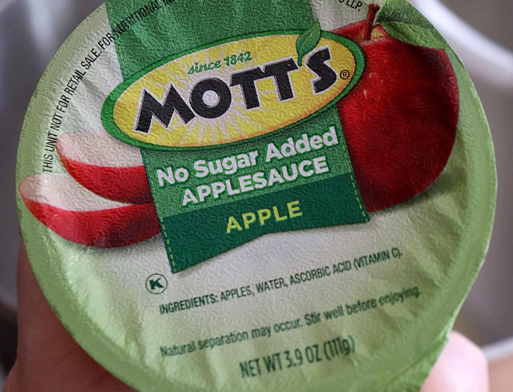 Unsweetened applesauce as an alternative to eggs